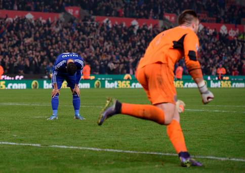 Chelsea loses in penalty kicks to Stoke City, eliminates them from Capital One Cup